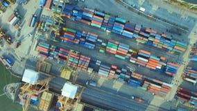 behållarelastfartyg, importexport, för distributionskedjatrans. för affär logistiskt begrepp för sändning av flyg- sikt 90 grad b stock video