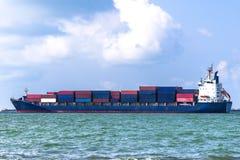 Behållarelastfartyg Styckegodsskyttlar arkivfoton