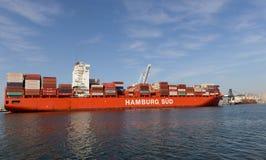 Behållareskepp i den Oakland hamnen Royaltyfria Foton