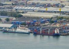 Behållareskepp på kajen i Port-Louishamnen Mauritius Arkivfoto