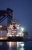Behållareskeppet laddar last på portbotanik, Sydney royaltyfri fotografi
