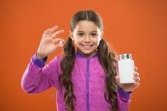 Behöv vitamintillägg Hur tagandevitaminer riktigt Tagandevitamintillägg Äta sunt bantar Näringsrikt banta hjälp royaltyfri bild