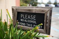 Behaga ingen alkohol utöver detta punkttecken arkivbilder