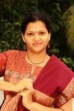 behagfull indisk kvinna royaltyfria bilder