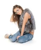 behagfull jeans för brunettpäls Royaltyfri Bild