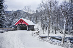 Behandelde brugsneeuwval in landelijk New Hampshire Stock Fotografie