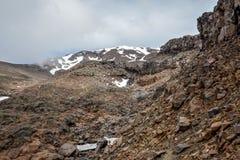 Behandelde de sneeuw zet Ruapehu en zijn helling in het Nationale Park van Tongariro op Royalty-vrije Stock Foto's