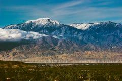 Behandelde de sneeuw zet San Jacinto op Stock Foto's