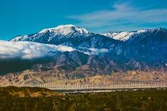 Behandelde de sneeuw zet San Jacinto op Stock Foto