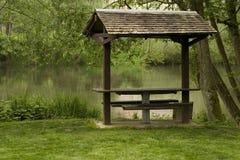 Behandelde picknicklijst Royalty-vrije Stock Foto