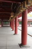 Behandelde portiek in de tempel Shitenno -shitenno-ji in Osaka, Japan Stock Fotografie