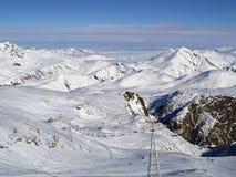 Behandelde sneeuw mounatins royalty-vrije stock foto