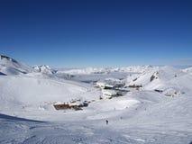 Behandelde sneeuw mounatins royalty-vrije stock fotografie