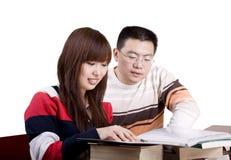 Behandeln der jungen Leute lizenzfreies stockfoto