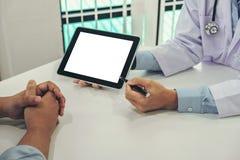 Behandeln Sie Beratungspatienten und empfehlen Sie Behandlungsmethoden und ho lizenzfreies stockfoto