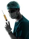 Behandeln Sie Chirurg Anesthetist-Mann, der Chirurgienadelschattenbild hält lizenzfreie stockfotografie