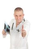 Behandeln Sie Holding Röntgenstrahlen und erhält den Daumen aufrecht Lizenzfreies Stockbild