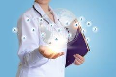 Behandeln Sie ` s im Netz mit ihren Patienten Lizenzfreies Stockfoto