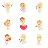 Behandla som ett barn änglar med pilbågar, pilar och hjärtauppsättningen Arkivbild