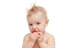 Behandla som ett barn äta äpplet Arkivbild