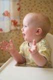 behandla som ett barn applådera händer Royaltyfri Foto