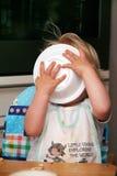 behandla som ett barn att äta Royaltyfria Bilder