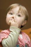 behandla som ett barn att äta Arkivfoto