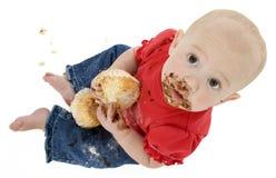 behandla som ett barn att äta för cake Royaltyfri Foto
