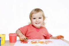 behandla som ett barn att le för fingermålning Arkivfoton