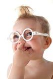 behandla som ett barn att le för flicka Arkivfoto