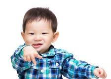 behandla som ett barn att le för pojke Royaltyfri Foto