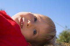 behandla som ett barn att le för pojke Fotografering för Bildbyråer