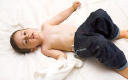 behandla som ett barn att posera Royaltyfri Foto