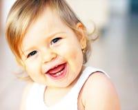 behandla som ett barn att skratta Royaltyfri Foto