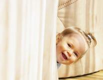 behandla som ett barn att skratta Arkivbild