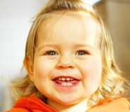 behandla som ett barn att skratta Fotografering för Bildbyråer