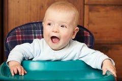 Behandla som ett barn att skratta Royaltyfria Bilder