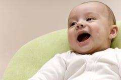 behandla som ett barn att skratta royaltyfri fotografi
