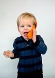 behandla som ett barn att skratta för mobiltelefon Fotografering för Bildbyråer