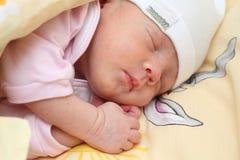 behandla som ett barn att sova Fotografering för Bildbyråer