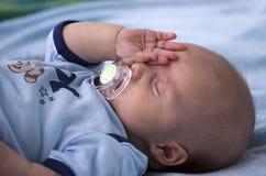behandla som ett barn att sova Royaltyfri Foto