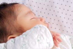 behandla som ett barn att sova Arkivbilder