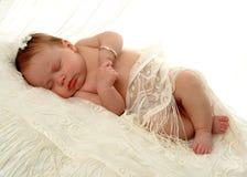 behandla som ett barn att sova för flicka arkivbilder