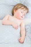 behandla som ett barn att sova för pojke Royaltyfri Bild