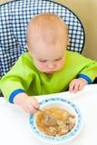 behandla som ett barn att äta Royaltyfri Foto