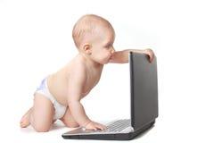 behandla som ett barn bärbar dator Arkivbilder