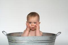 behandla som ett barn badar Arkivfoton