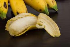 Behandla som ett barn bananen Arkivfoton