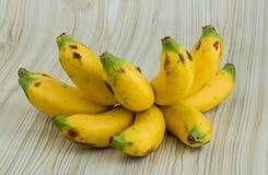 Behandla som ett barn bananen Royaltyfria Bilder