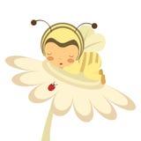 Behandla som ett barn biet som sovar på en blomma Fotografering för Bildbyråer